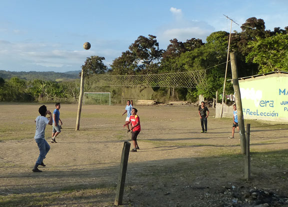 Volleyball in Dos Mangas